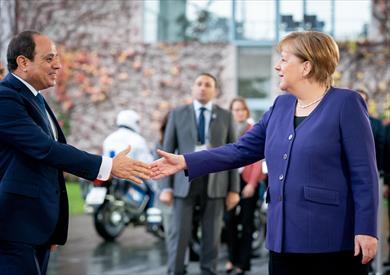 وصول السيسي إلى مقر المستشارية الألمانية للقاء ميركل