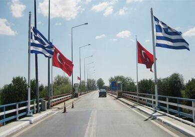 علم تركيا واليونان