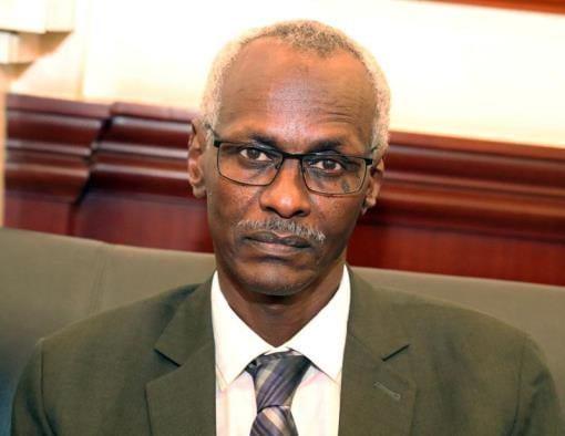 وزير الري السوداني والموارد المائية السوداني ياسر عباس