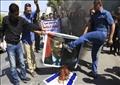 محتجون عراقيون يحرقون صورة اردوغان وعلم اسرائيل خلال مظاهرات في البصرة تطالب بانسحاب القوات التركية من الأراضي العراقية