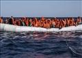 مهاجرون في قارب مطاطي قبالة السواحل الليبية