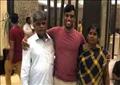 الهندي مع والديه
