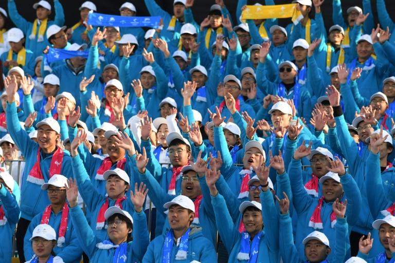 صورة لطلبة من المتطوعين للعمل في دورة الالعاب الاولمبية الشتوية 2022 في بكين