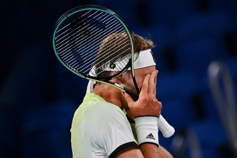 زفيريف متأثراً بعد فوزه على ديوكوفيتش في نصف نهائي التنس في أولمبياد طوكيو
