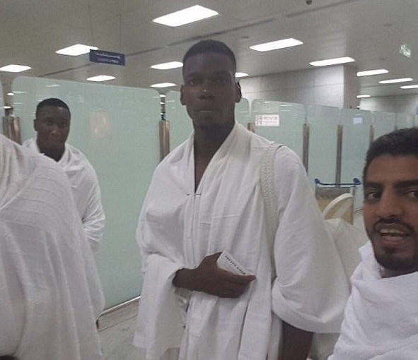 رئيس اتحاد الكرة السعودي يستقبل بوجبا بعد أدائه مناسك العمرة