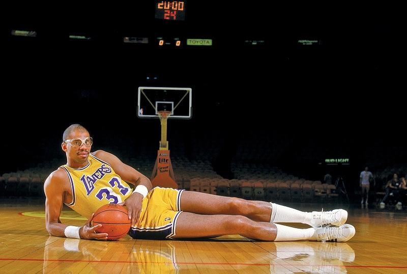 أسطورة كرة السلة الأمريكية السابق كريم عبد الجبار