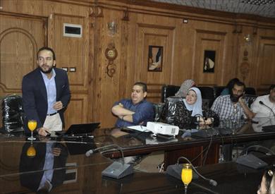 جامعة قناة السويس تبحث تطبيق المقررات الالكترونية
